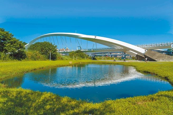 新北新店坐擁綠地公園利基,吸引「宏國大央北」、「湯泉美景」等大案進駐。(甲山林提供)