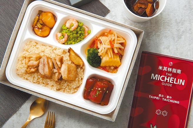 台北喜來登大飯店「必比登巡禮」房客可在房內享用蟬聯米其林2星的「請客樓」經典餐盒。(台北喜來登大飯店提供)