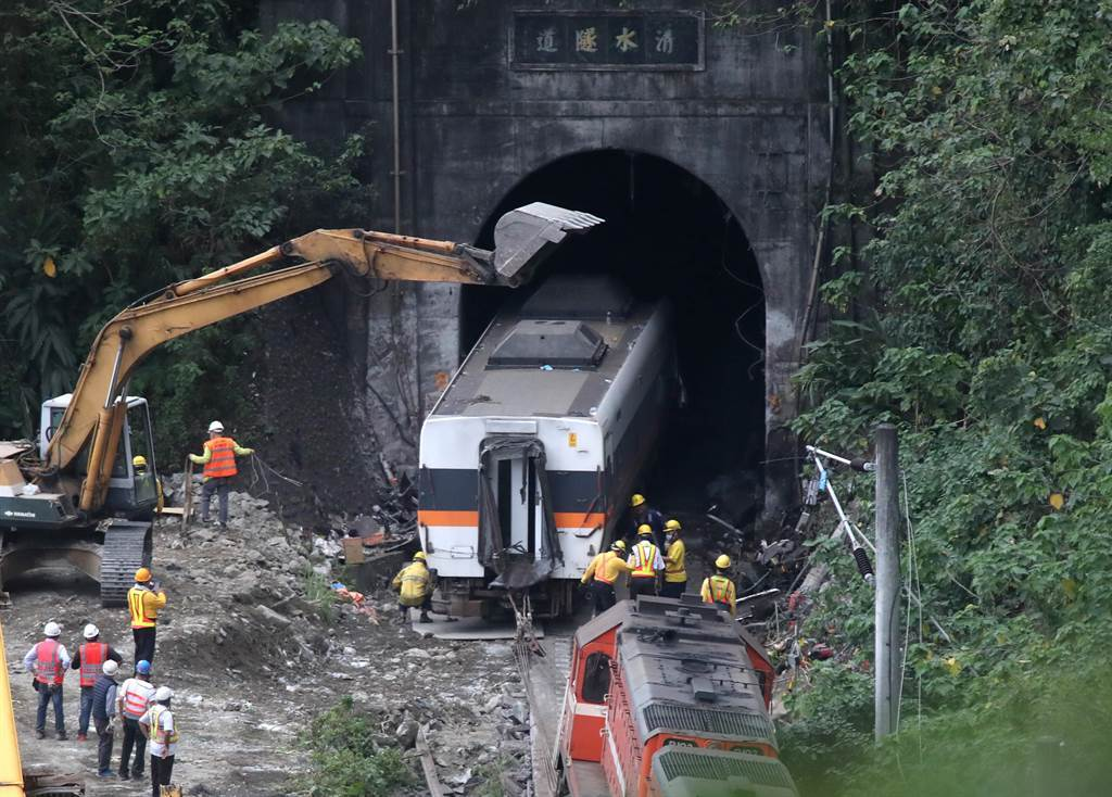 台鐵太魯閣號在花蓮撞工程車出軌意外。(資料照)