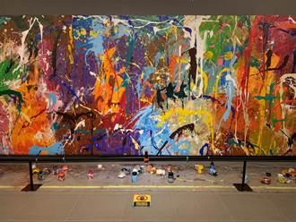 影》糗大了以為可以畫 觀光客瞬間毀了價值千萬畫作