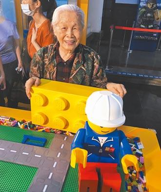92歲嬤愛樂高 想組兒時三合院