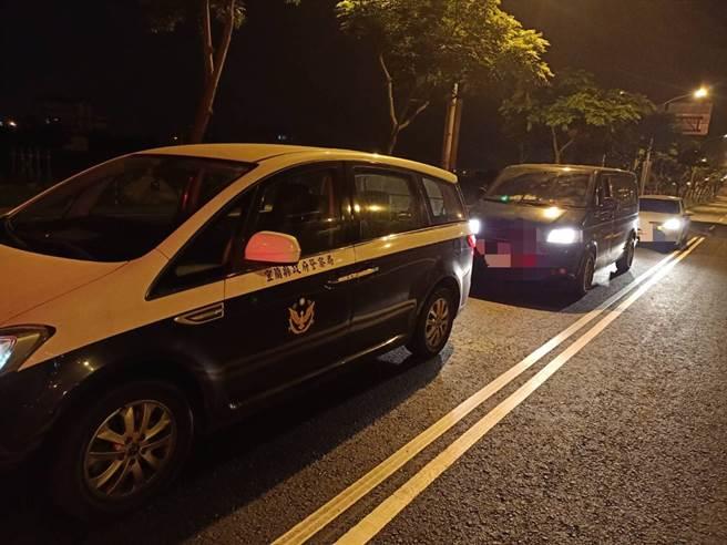 礁溪分局立即指派專車專人,前往花蓮協助家屬,陪同家屬完成所有手續後以警車前導返家。(戴志揚翻攝)
