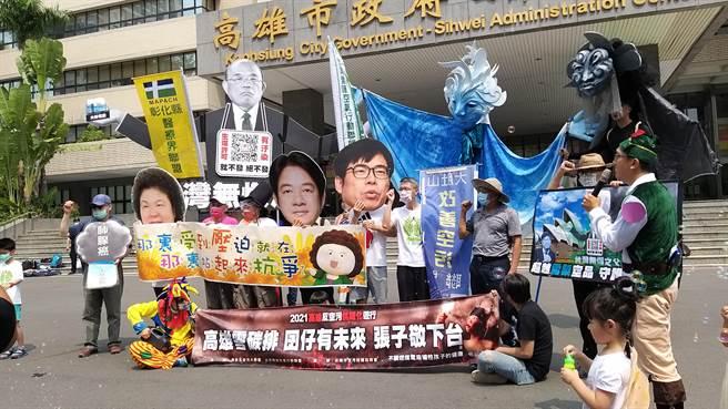「44高雄反空污游行」今(4)日于高雄市上演,针对环保团体游行诉求,环保署表示,在反空污的议题上,环保署已与经济部完成台电、中钢等国营事业空污减量盘点,并透过定期追踪持续督促改善,其他环团反映的各项诉求,也都已经落实执行。(台湾健康空气行动联盟提供)