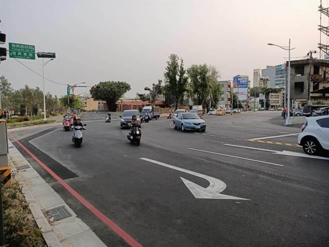台中市復興東1街現行道路呈多叉路型態,地方人士反映自今年2月10日開通後,交通事故頻傳。(讀者提供/張妍溱台中傳真)
