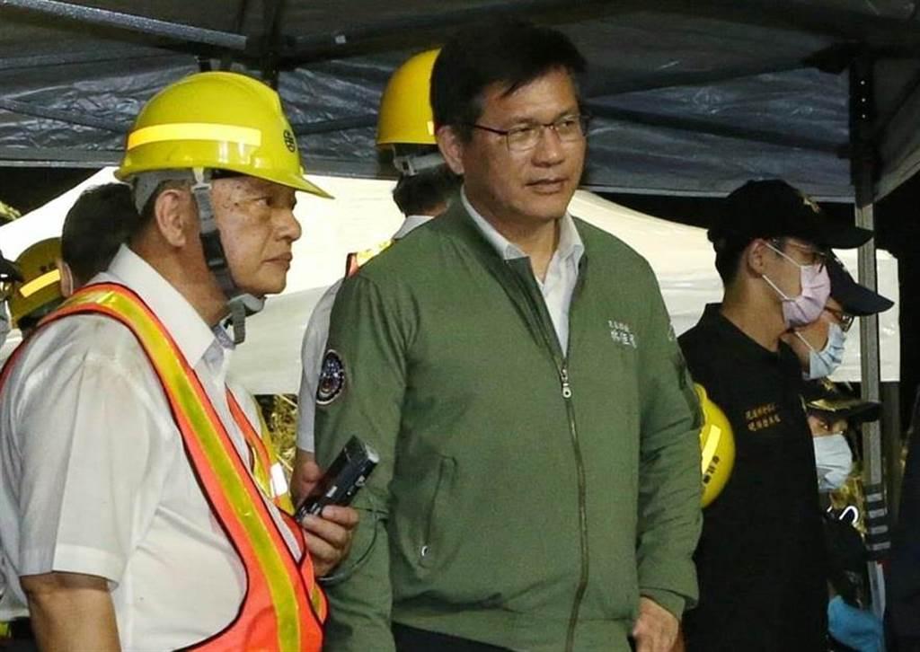 花蓮2日發生火車出軌嚴重意外,交通部長林佳龍到現場了解狀況。(中時資料照)