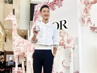 精品香水快閃店現身高雄 王陽明站台推摯愛是這款