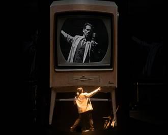 100分鐘飾演100個角色 加拿大劇場人米勒高唱望春風
