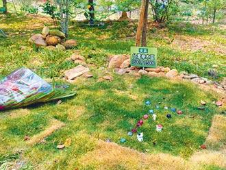 環保葬興起 鮮花物品緬懷先人