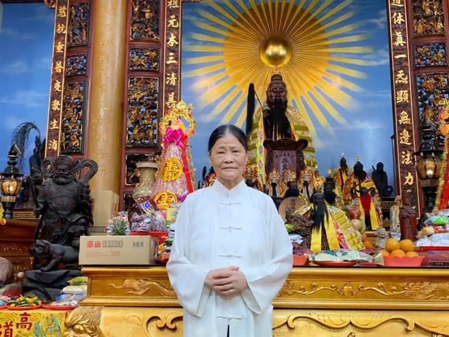 高雄道德院住持、台灣首位女道長翁太明,號召百人組法師團,6日將啟程前往花蓮引魂、超度亡靈。(柯宗緯攝)