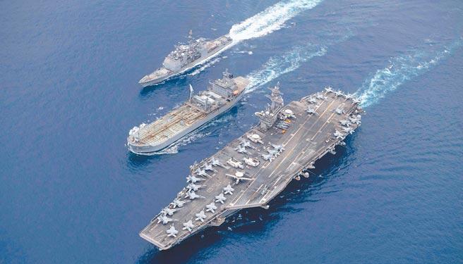 美國海軍羅斯福號航空母艦(CVN 71)打擊群,4日上午8時左右,經麻六甲海峽進入南海展開活動,這是羅斯福號今年第3次進入南海,劍指中國意味明顯。(摘自羅斯福號航空母艦官方臉書)
