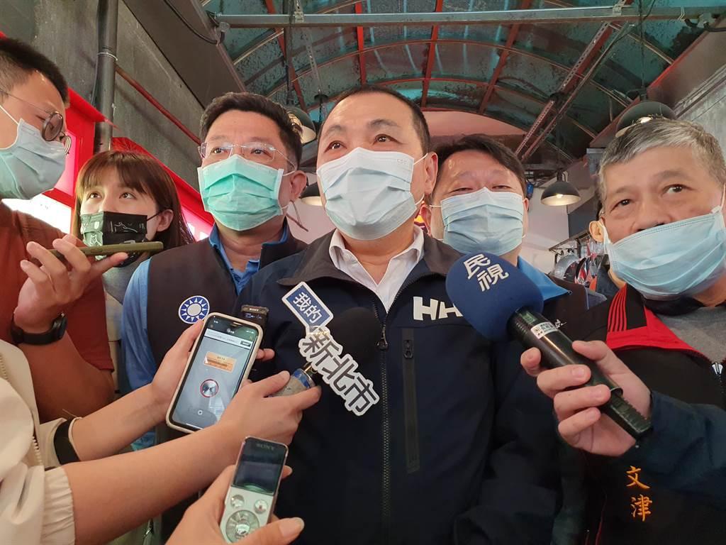 新北市長侯友宜今(6日)上午表示,當原因事情清楚以後,誰該負起責任就負起責任。(葉書宏攝)
