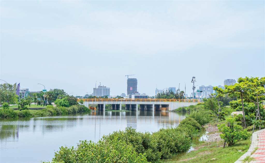 九份子重劃區為全台首座低碳示範社區,區段發展以生態河為核心,沿線土地多規劃河景地標住宅。(業者提供)