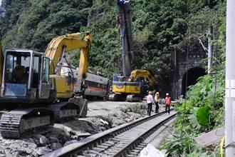 太魯閣號7、8節車廂切割支解 隧道結構評估再等兩周