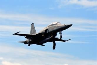 F-5E戰機擦撞墜海後安檢 F-5F今復飛測試