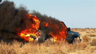 路上驚見「拖車大火球」加速狂飆 真相曝光網讚爆