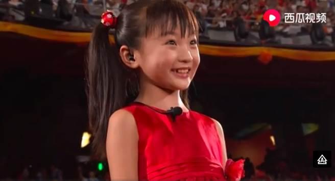 林妙可當年在北京奧運鬧出假唱風波。(圖/翻攝自微博)