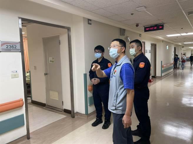 警方發現竊盜集團犯案後,與醫院聯手埋伏查獲三嫌。(戴志揚翻攝)