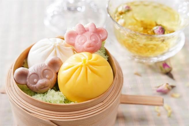 柚子芒果及椰汁班蘭口味甜點小籠包、造型巧克力佐花茶。(圖/香港迪士尼樂園提供)