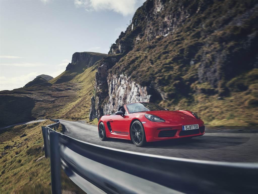 代表壯遊的「T」顯現本車強調的純粹駕駛樂趣。