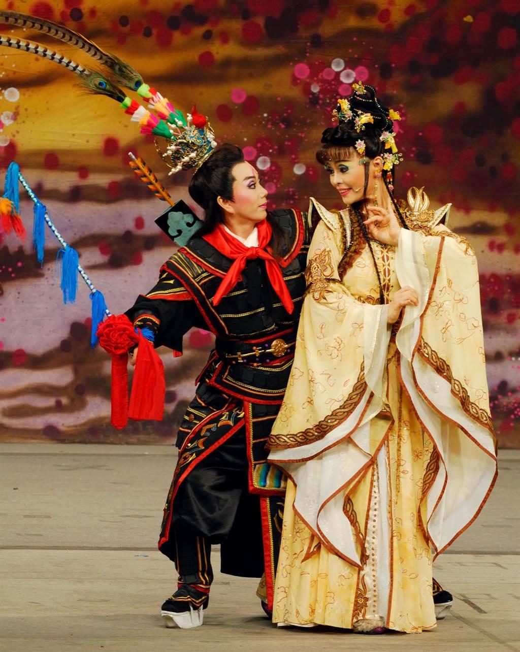 明華園歌仔戲團也演出大戲《逐鹿天下》謝神。(戴志揚翻攝)