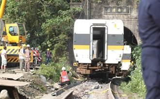 最慘第8節車廂卡隧道 70歲老師傅出馬 解台鐵難題