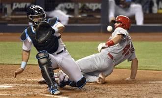 MLB》界外球闖禍 紅雀菜鳥打碎馬林魚攝影機