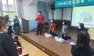 強化教師急救技能 竹圍消防分隊至國小辦理CPR宣導