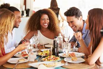 老朋友 一起吃飯吧 以青春為佐料的快樂食光最對味