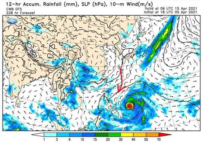 鄭明典表示,有低氣壓出現在菲律賓東方海面上。(翻攝自 鄭明典FB)