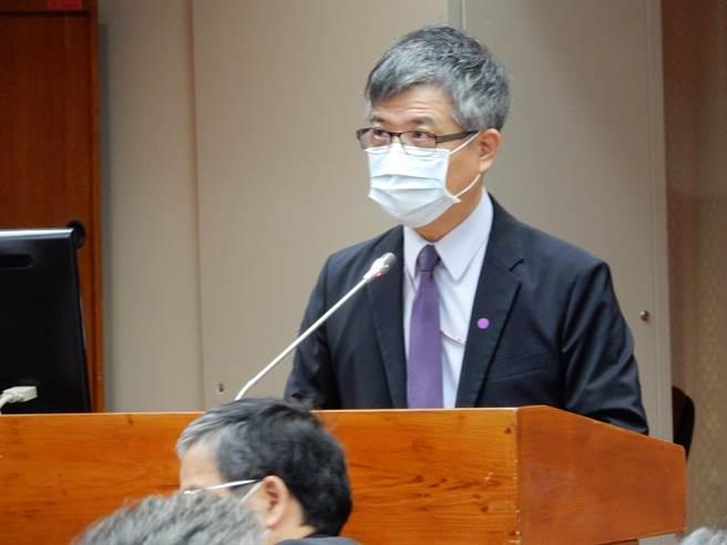 教育部次長劉孟奇說明《私立高級中等以上學校退場條例》草案的內容。(林志成攝)