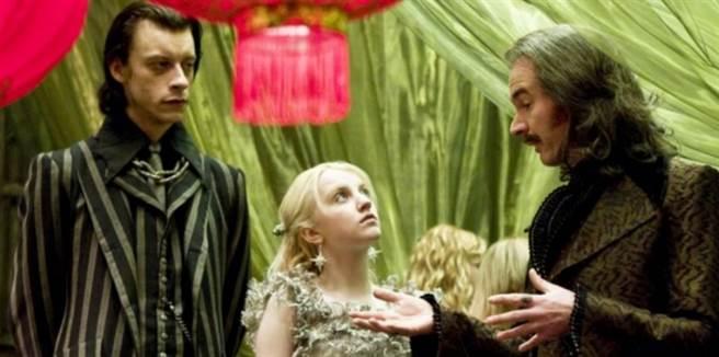 保羅里特(圖右一)在《哈利波特:混血王子的背叛》飾演巫師作家。(圖/ 《哈利波特:混血王子的背叛》劇照)