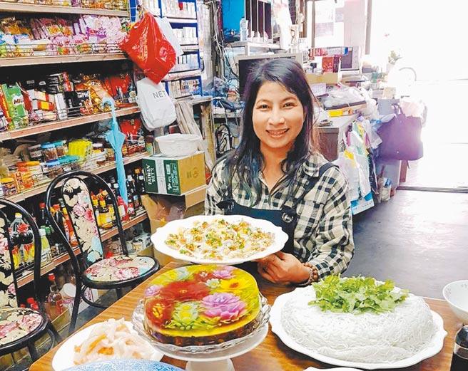 越南籍新住民黃鶯在嘉義縣布袋鎮賣越式法國麵包闖出名號,走過喪夫和嚴重燙傷的癒後歷程,黃鶯投入許多心力鑽研果凍花,讓甜點不只是甜點,更是藝術品。(移民署嘉義服務站提供)