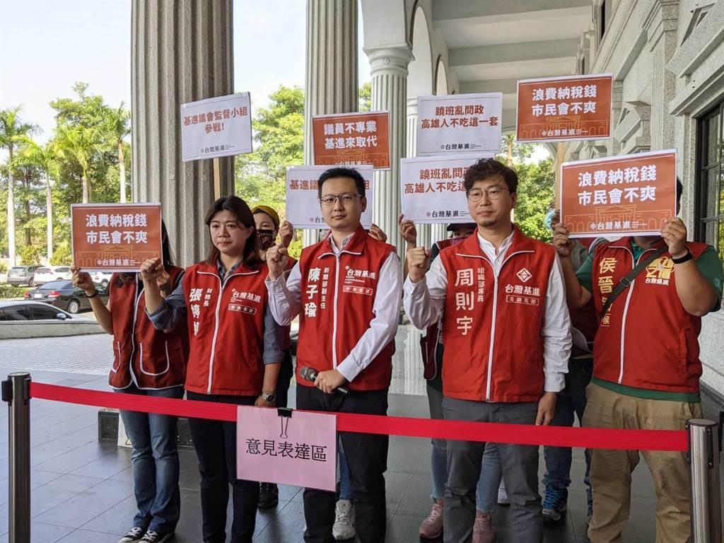 台灣基進8日宣布成立高雄巿議會監督小組。(曹明正攝)