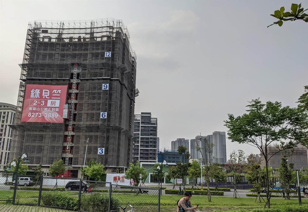 今年Q1北台灣新成屋、預售屋推案量約為2,359.46億元,季減1,106.64億元、季減幅高達約31.9%。(葉思含攝)