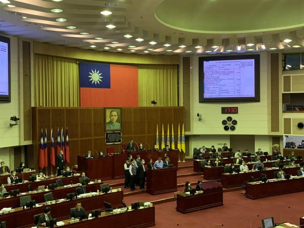 台北市長柯文哲今至議會進行施政報告。(張薷攝)