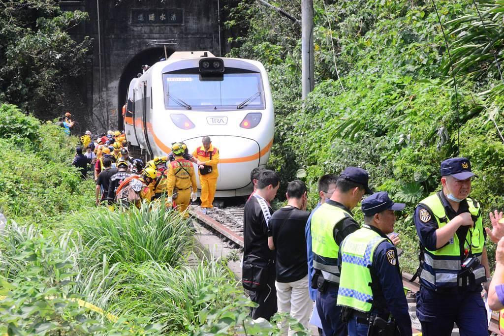 台鐵太魯閣號在花蓮撞上工程車出軌意外。(資料照)
