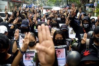 抗議軍方政變 緬甸24歲天菜和尚被捕了 百萬粉絲心碎
