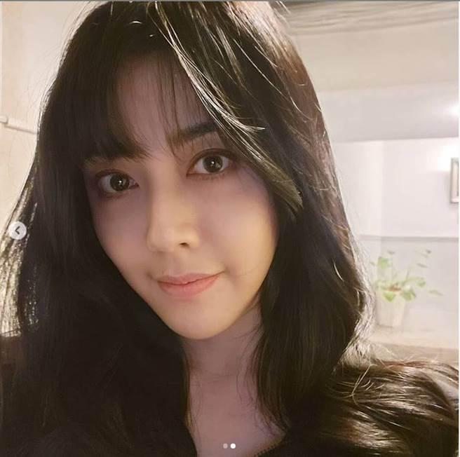 韓瑜曬短瀏海新髮型。(圖/取材自韓瑜Instagram)