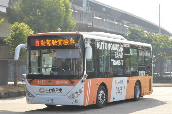 台南市交通局自動駕駛載客測試完成。(台南市交通局提供/程炳璋台南傳真)