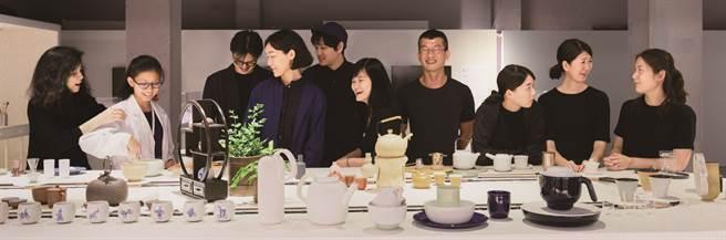 蝴蝶(左二)於國中時即自告奮勇參加台灣文博會的解說工作。(圖/徐景亭)