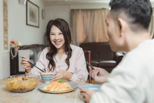 李婉萍相當推薦可以快速上桌又兼具營養價值的料理。(攝影/林冠良)
