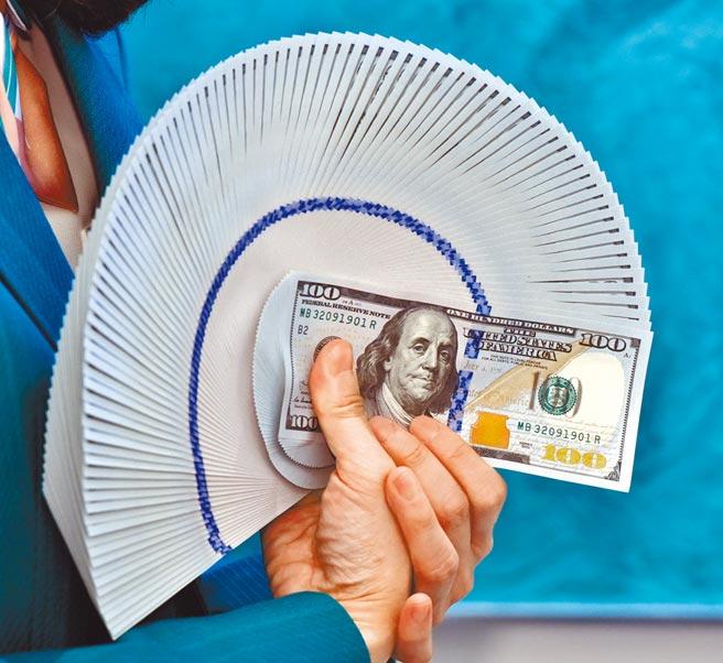 在國際上,美國的綜合國力就是美元的擔保,很多教科書還在罵美國濫發美元,由此認為人民幣發行也無需擔保和償還,則誤國大矣。(本報資料照片)