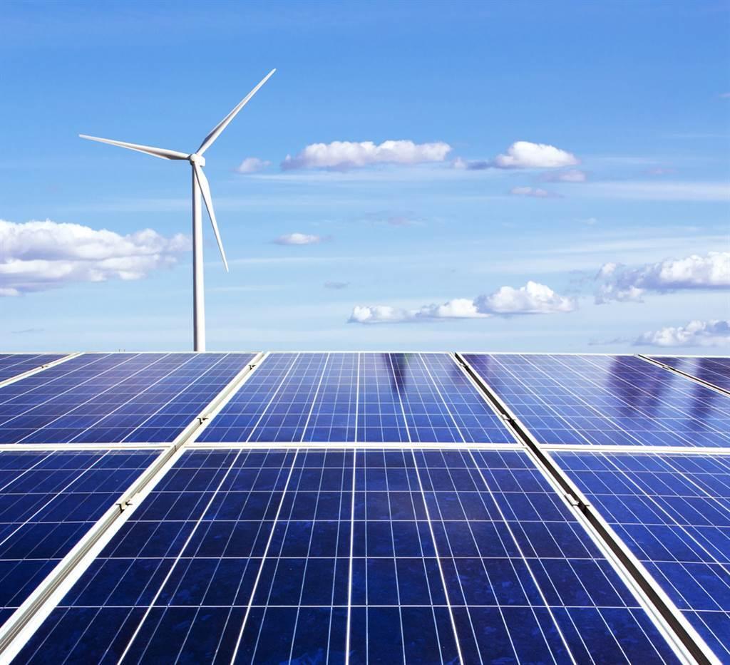 謝金河表示,太陽能產業經過絕地再重生後,慢慢在台灣的土地上萌芽重生。(示意圖/達志影像/shutterstock)