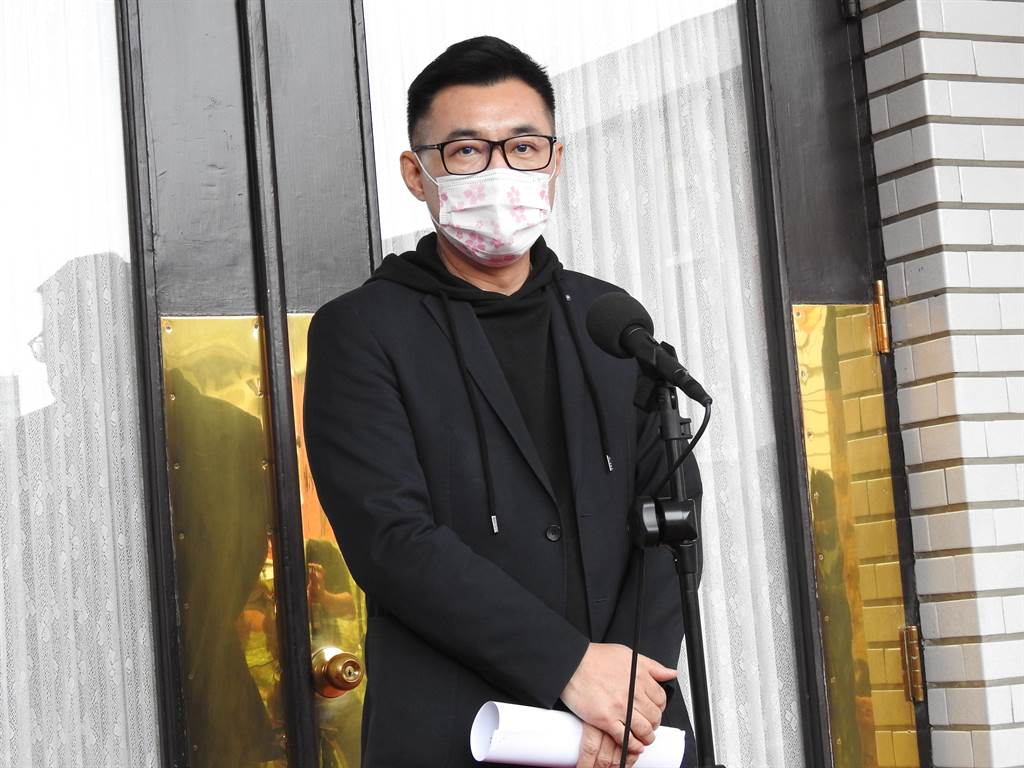 國民黨主席江啟臣上午在議場前受訪。(趙婉淳攝)
