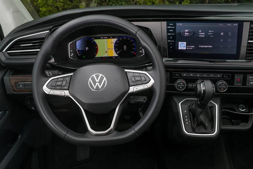 T6.1世代的改款重點之一就是數位化,包含儀表板、車載主機以及全車USB連接口的升級。