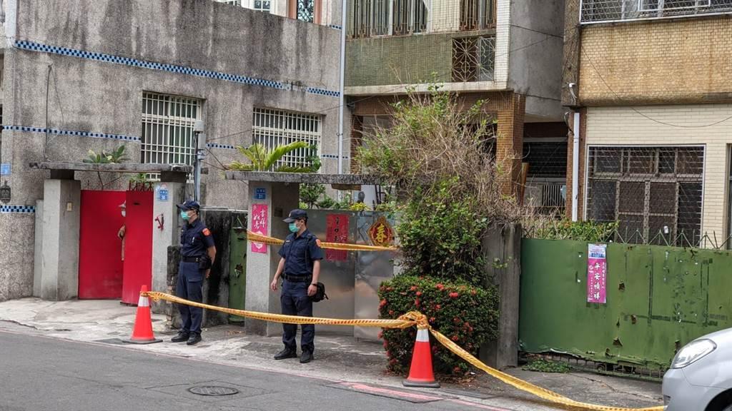 警方在屏東市水源街一處空屋,發現曾女陳屍其中。(潘建志攝)