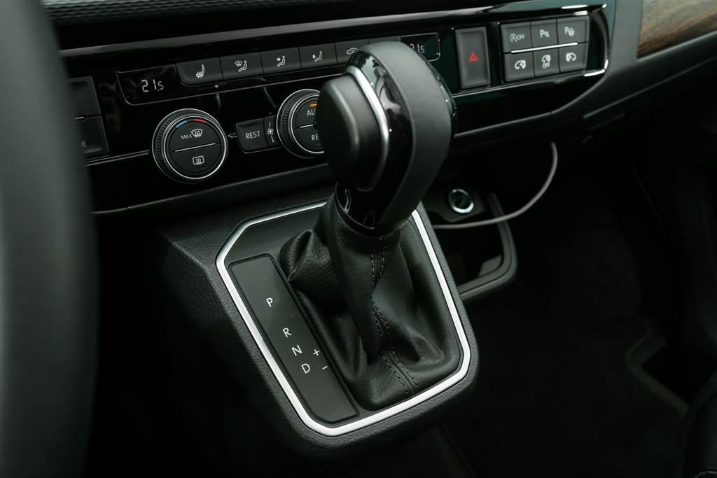 7速DSG雙離合器自手排變速箱的調校為節能取向,儘管Multivan重達2.5噸,再加上採用四輪驅動,仍擁有11.0km/L的平均油耗表現。