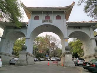 萬佛寺參觀人潮日增 南市府周末接駁車持續加開