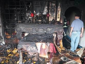 竹南住宅神明廳起火 消防隊馳援射水灌救