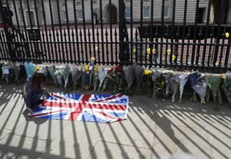 菲立普親王辭世 全英降半旗民眾獻花哀悼